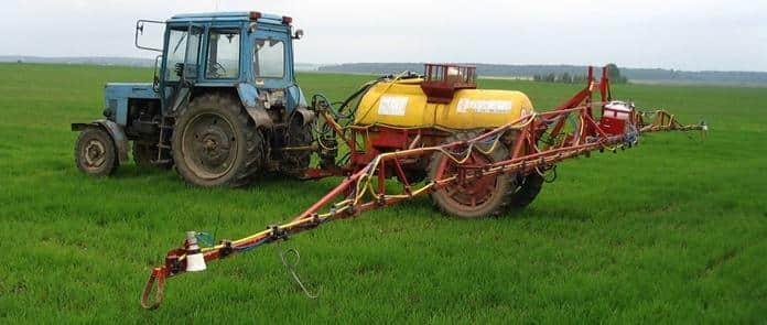 Опрыскивание растений азотными удобрениями