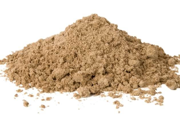 Для чего в почву вносят песок